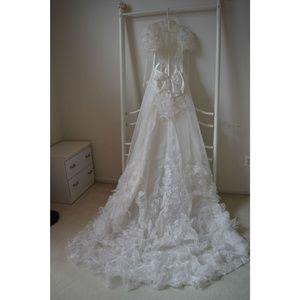 Dresses & Skirts - Beautiful Vintage Lace long-Sleeve Wedding Dress